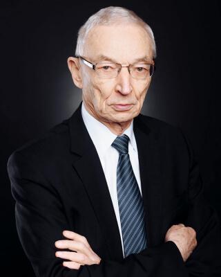Анатолий Михайлов