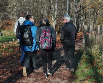 Студенты ЕГУ приняли участие в пешеходной экскурсии по Павильнисскому парку